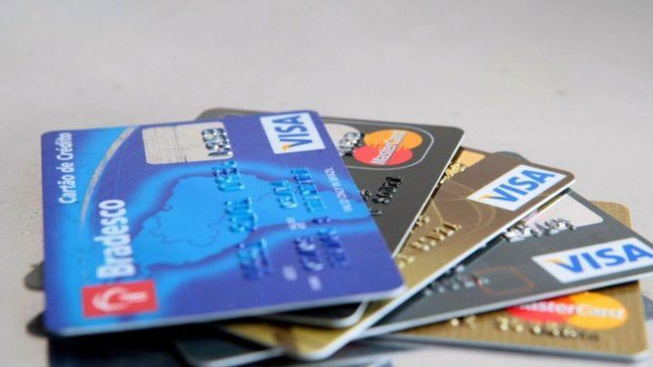 Come scegliere una carta di debito in Bitcoin